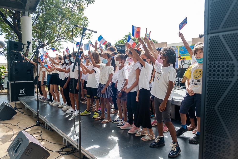 Concert des élèves et du groupe Ziskakan à l'école Les Combavas à la Plaine